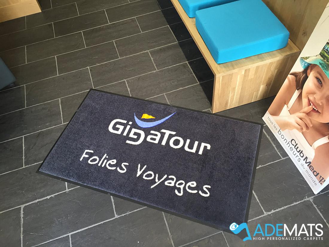 Tapis personnalisé pour agence de voyages Gigatour à Comines
